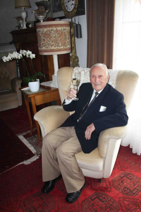 Ernst Blumentritt celebrates his 100th birthday. Photo courtesy of Lucien Spittael.